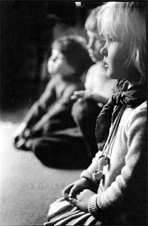 Barn tittar på TV