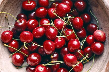 Körsbär i skål