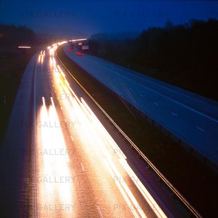Kvällstrafik på motorväg