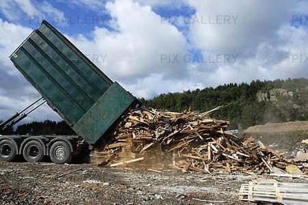 Overturning of demolition wood