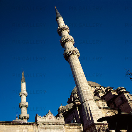Minareter på Yeni Cami i Istanbul, Turkiet