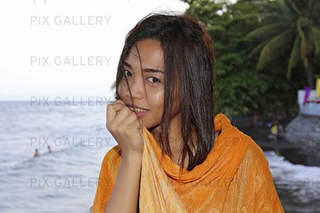 Kvinna vid havet, Filippinerna