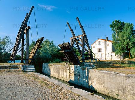 Träbro i Arles, Frankrike