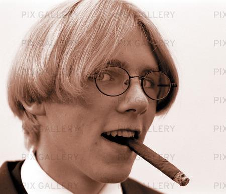 Ung man med cigarr