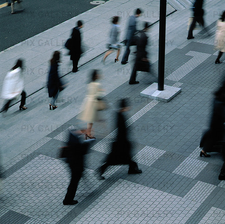 Stressade människor i stad