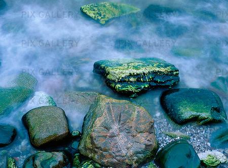 Stenar på havsstrand