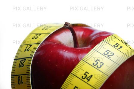 Rött äpple med måttband