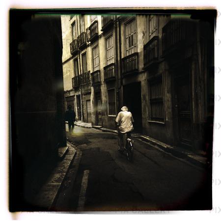 Cyklist på stadsgata