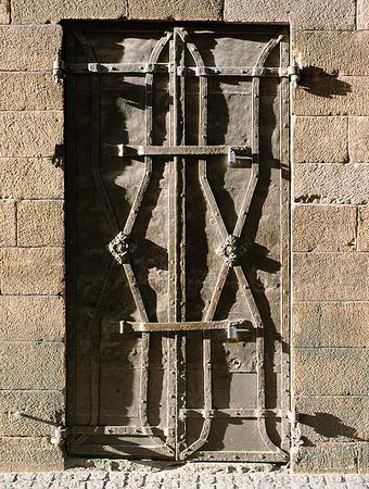 Järndörr med lås och beslag