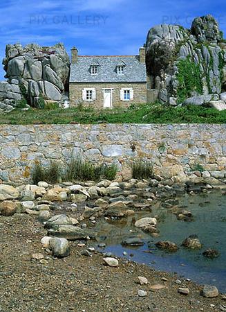 Hus mellan klippor, Frankrike