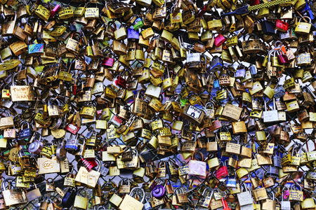 Hänglås, på Pont des Arts, bro i Paris, Frankrike