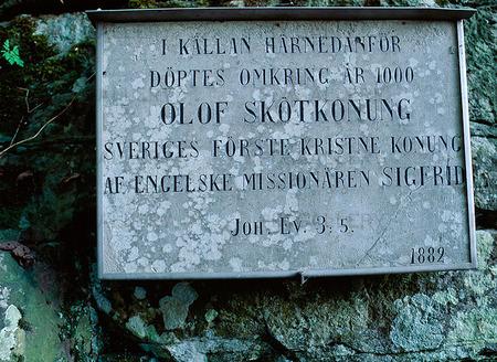 Skylt vid Husaby kyrka, Västergötland