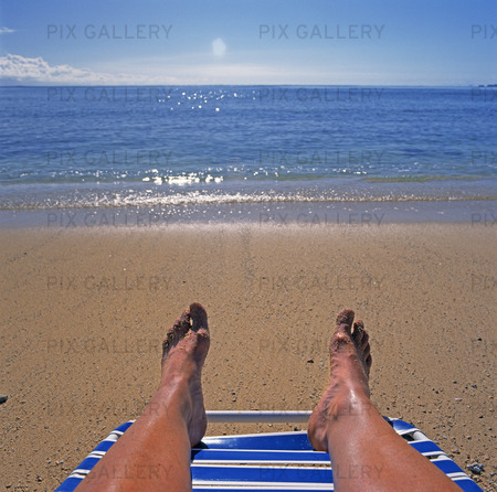 Solbad på strand