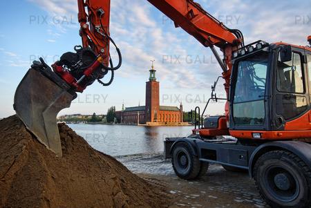 Grävmaskin och Stockholms Stadshus