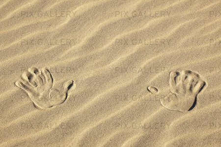 Handavtryck i sand
