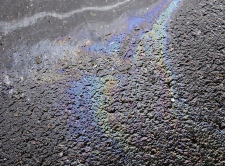 Oljespill på asfalt
