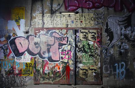 Målad graffiti på en vägg