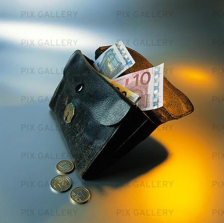 Svenska pengar i plånbok