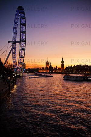 Utsikt över London i skymning, Storbritannien