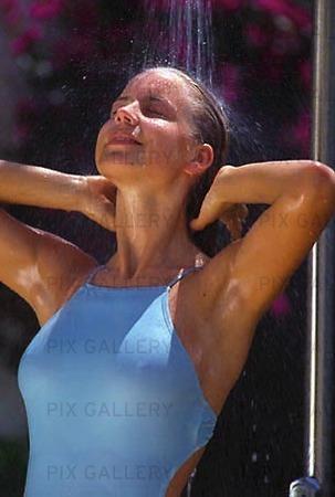 Kvinna duschar
