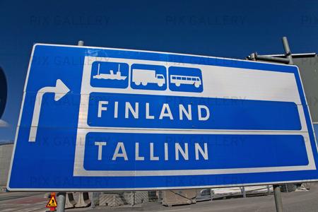 Vägskylt till Finland och Tallinn