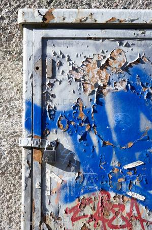 Rostig metalldörr