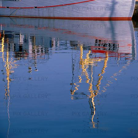 Spegling av Dansk fiskebåt