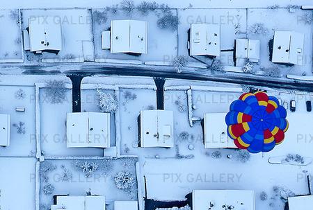 Luftballong över vintervillor
