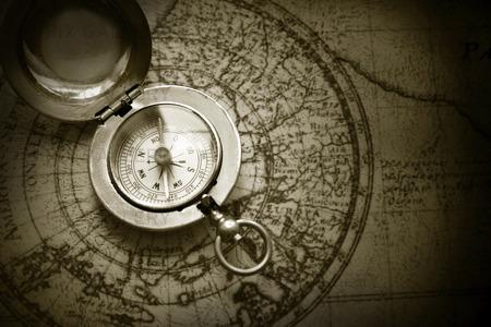 Kompass och en karta