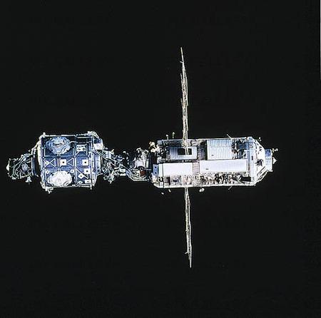 Satellit i rymden