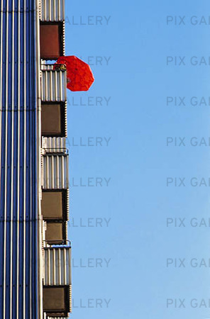 Parasoll på balkong