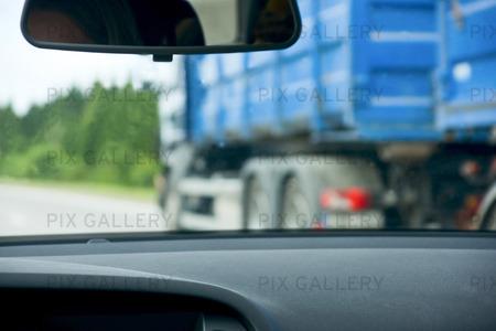 Omkörning av lastbil