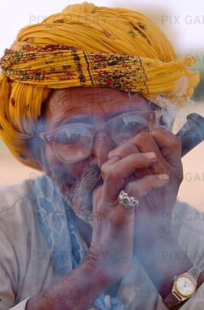 Man som röker, Indien
