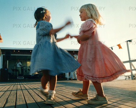 dagtid flickor dansa