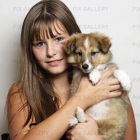 Flicka med hundvalp