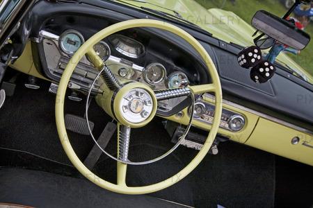 Instrumentbräda på veteranbil
