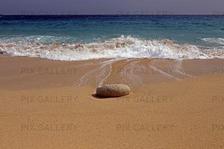 Sten på sandstrand