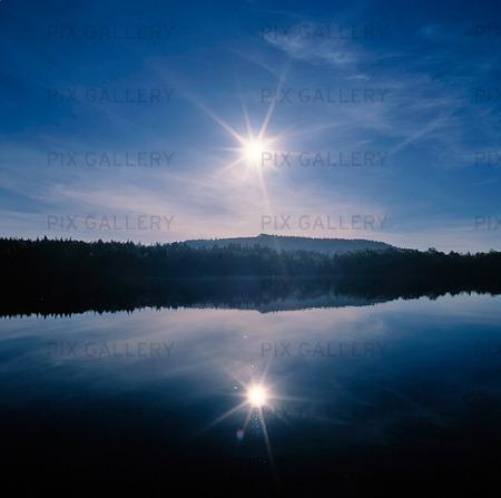 Sol över insjö