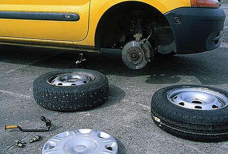Byte av däck på bil