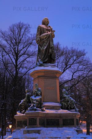Staty Linné i Humlegården, Stockholm