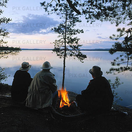 Lägereld vid insjö, Värmland