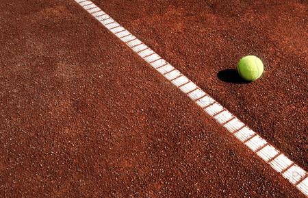 Tennisboll vid linjemarkering