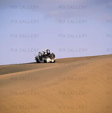 Jeep i öken