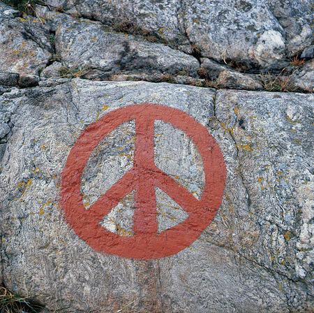 Fredssymbol på klippa
