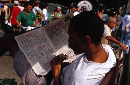 Tidningläsare på Cuba