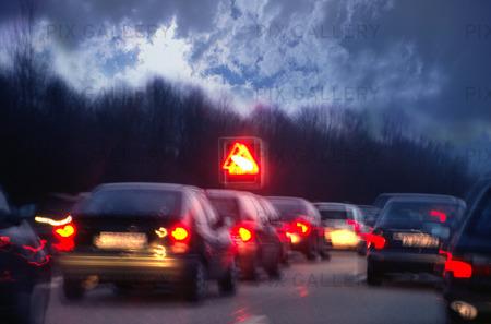 Bilkö på motorväg