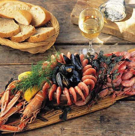 Skaldjur med vin och bröd