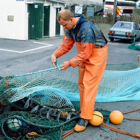 Fiskare lagar nät, Bohuslän