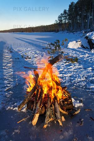 Vinterpicnic på frusen sjö