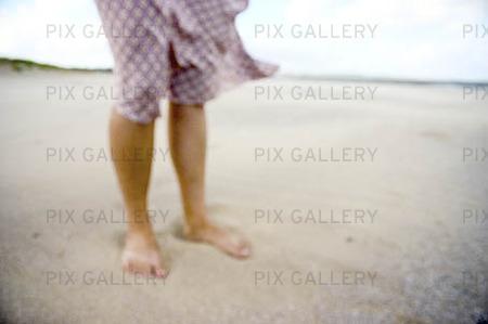 Fötter i sanden